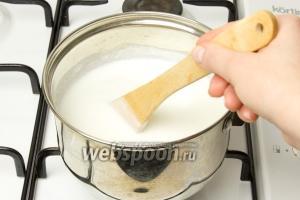 Добавьте соль по вкусу. Очень важно не пересолить это блюдо!