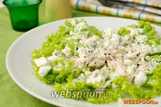 Фото Зелёный салат с курицей и голубым сыром