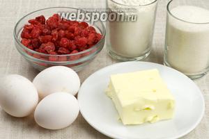 Для приготовления кекса возьмём муку пшеничную, сахар, яйца, размягчённое сливочное масло, засахаренную вишню.