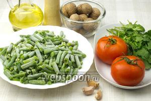 Для этого салата понадобятся такие ингредиенты: свежая или замороженная стручковая фасоль, грецкие орехи, помидоры, кинза, чеснок, растительное масло, специи.