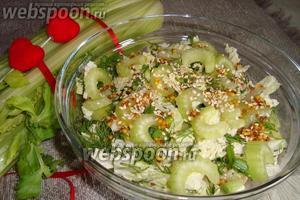 Салат из стебля сельдерея с пекинской капустой