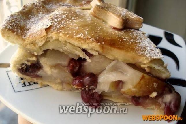 Фото Закрытый песочный пирог с грушей и брусникой