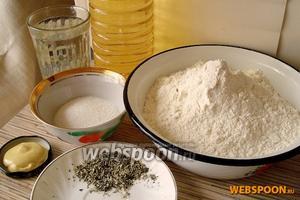 Для приготовления горчичного хлеба нам потребуются: тёплая вода, сахар, соль, мука пшеничная, дрожжи сухие, горчица, растительное масло, прованские травы.