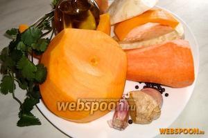 Для приготовления супа нам понадобится тыква, корень сельдерея, морковь, свежий корень имбиря, лук, чеснок и чёрный перец.