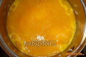 В размельчённые овощи снова влейте отвар и поставьте на плиту, посолите и поперчите по вкусу. Как только суп закипит, он готов. Приятного аппетита!