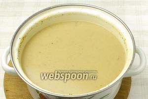При помощи блендера измельчит все ингредиенты. Дать супу настояться и подавать к столу.