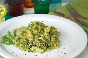 Картофельный салат с орехами и зеленью