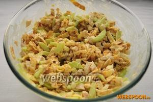 Переложите всё в удобную миску и заправьте майонезом (100 г). Подавать традиционный салат Нежность украсив зеленью.