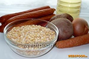 Для приготовления вам понадобятся: 1,5 стакана лущеного гороха, охотничьи колбаски, картофель, лук, морковь, растительное масло, лавровый лист, перец горошком и зелень для украшения.