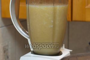 Добавить лимонный сок и ещё раз всё взбить, добавить, если необходимо по вкусу банан или сахарную пудру.