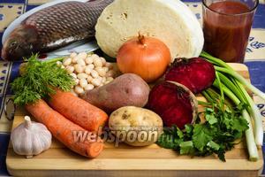 Основные продукты для приготовления блюда: карп, картофель, капуста, свёкла, томатный сок, фасоль, морковь и репчатый лук.