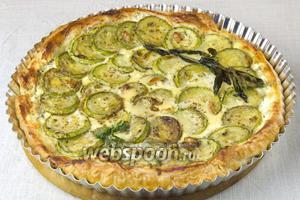 Тарт можно подавать как самостоятельное блюдо, так и с зелёным салатом.