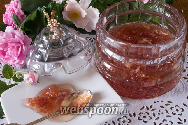 Фото Варенье из лепестков чайной розы