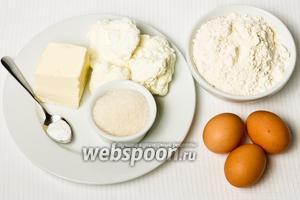 Основные ингридиенты: творог, мука, сахар, яйца, маргарин, сода и ванилин.