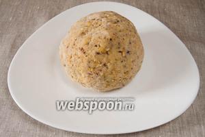 Добавить лимонный сок, замесить тесто не очень круто, добавляя постепенно воду. Месить тесто под заговор.