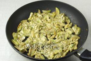 Готовое блюдо подавать с отварным картофелем или как самостоятельное блюдо.
