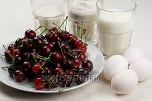 Для приготовления клафути возьмём муку, сахар, молоко, свежую черешню и яйца.