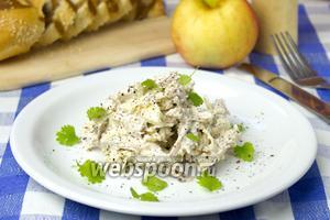 Салат с мясом и яблоком