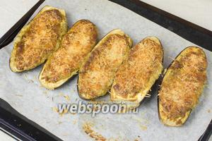 Запечённые баклажаны подавать со сметаной или майонезом.