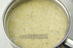 Все ингредиенты измельчить при помощи блендера, разлить суп по тарелкам и подавать к столу.