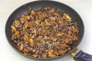 Готовое блюдо посыпать семенами кунжута и подавать к столу.