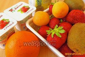 Для приготовления десертного салата нужно взять свежую клубнику, абрикосы, киви, апельсин, консервированные ананасы в лёгком сиропе и фруктовый или ягодный йогурт.