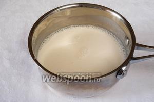 Распустить желатин и ввести его в сливки. Нагреть, но не кипятить. Остудить.