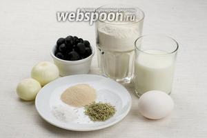 Для приготовления фугаса возьмём муку, молоко, лук репчатый, оливки, оливковое масло, сухие дрожжи, розмарин.