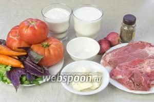 Для этого блюда возьмите: свиной и телячий гуляш для фарша, 3 мясистых зрелых помидора, 2 средние моркови, репчатый лук, базилик и кинзу, молоко, сливочное масло, муку, разрыхлитель, розмарин.