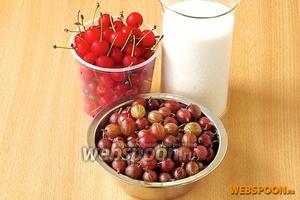 Для приготовления джема нужно взять ягоды красного крыжовника, плоды розовой или красной черешни и сахар.