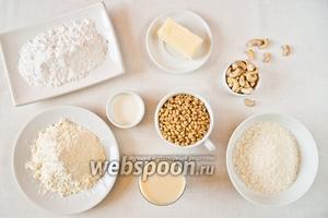 Для приготовления десерта возьмём кокосовую стружку, сухое молоко, сгущёное молоко, сливочное масло, жидкие сливки, орехи кедровые и для украшения кешью.
