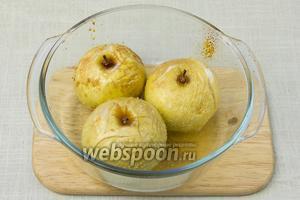 Печёные яблоки должны стать мягкими.