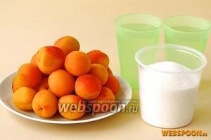 Для приготовления варенья нужно взять плотные, слегка недозревшие абрикосы, сахар и воду.