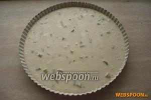 Вылить тесто с ревенем и выпекать в духовом шкафу при температуре 200 °С 40 минут.