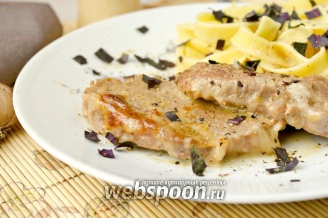 Фото Нежная говядина под сметанно-сырным соусом