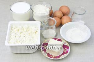 Чтобы приготовить такой пирог возьмите: муку, молоко, яйца, нежирный творог, крахмал, сливочное масло или маргарин, сахар, ванильный сахар.