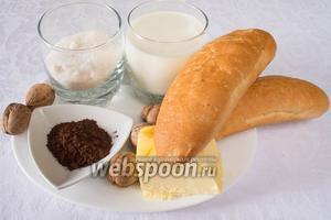 Чтобы приготовить пирожные «Картошка» необходимо взять хорошо сухие батоны, молоко, сахар, сливочное масло, какао, грецкие и миндальные орехи.