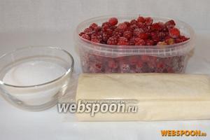 Для приготовления слоек нам понадобится: слоёное тесто, сахар,  малина (можно использовать как свежие, так и замороженные ягоды).