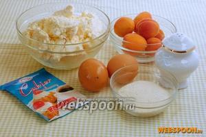Для приготовления сырников с секретом нам понадобится ванильный сахар, манная крупа, творог, соль, яйца, абрикосы.
