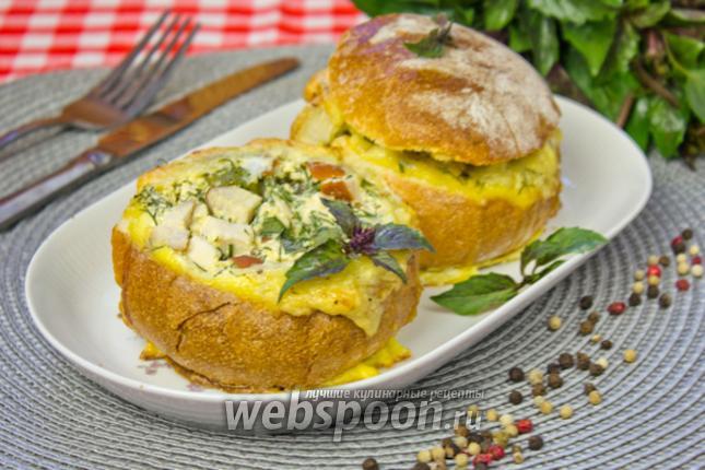 Фото Булочки с копчёной грудкой, яйцом и сыром