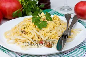 Паста с помидорами, ветчиной и сыром