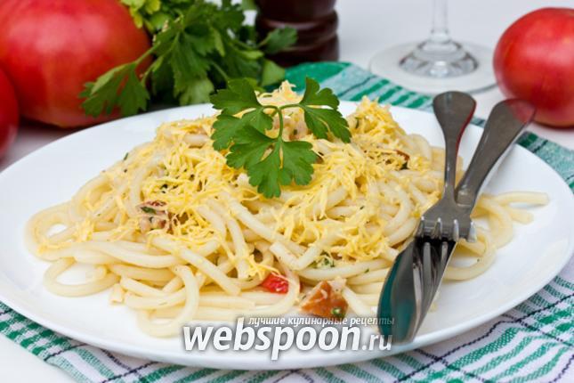 Фото Паста с помидорами, ветчиной и сыром
