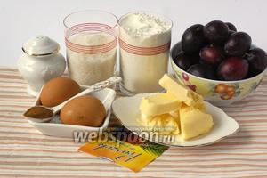 Для приготовления сливового пирога нам понадобится масло сливочное, сахар, мука, разрыхлитель, соль, яйца, корица, сливы.