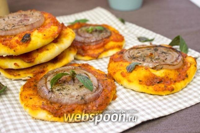 Фото Мини-пицца с луком