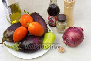 Чтобы приготовить это блюдо возьмите: баклажаны, томаты (лучше твёрдые), сладкий перец, чеснок, лук, соус Наршараб, растительное масло, зелень (базилик, кинзу или петрушку).