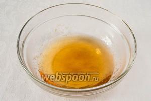 Распустить в 150 мл сока 1 столовую ложку желатина. Хорошо размешать. Так поступить со всеми соками. Разлить их по стаканам.