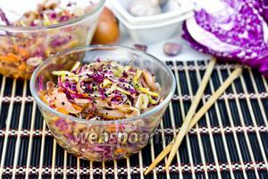 Корейский салат с овощами и свиными ушками