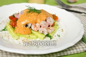 Салат с креветками и томатным соусом