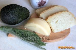 Для приготовления бутербродов с авокадо подготовьте: белый хлеб, авокадо, сыр, укроп и душистый перец.