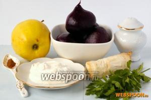 Для приготовления салата нам понадобится вареная свёкла, кисло-сладкое яблоко, сматана, корица, хрен, соль, сахар.